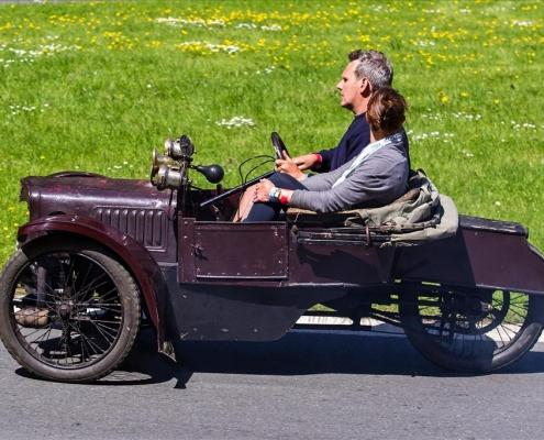adam and sarah duffin in the 1912 deluxe during the lunch time demonstations copy